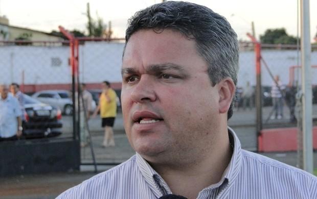 Adson Batista, diretor de futebol do Atlético-GO (Foto: Divulgação / Atlético-GO)