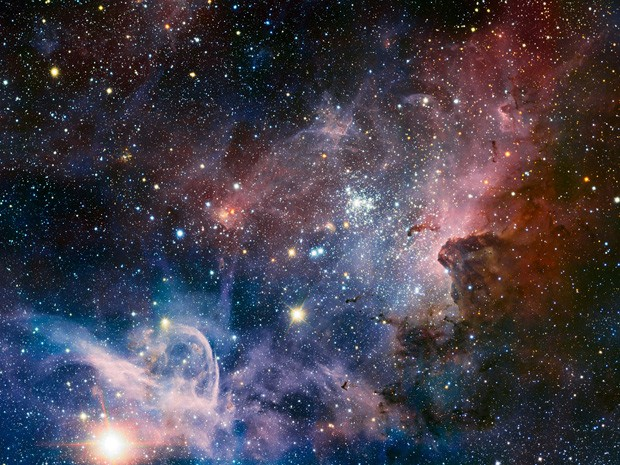 Na parte inferior esquerda da imagem, a estrela Eta Carinae, que já foi uma das mais brilhantes do céu noturno terrestre.
