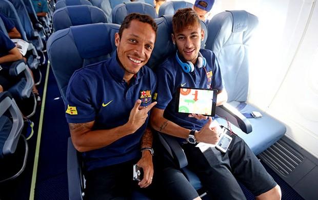 Neymar adriano barcelona viagem (Foto: Miguel Ruiz / FC Barcelona)