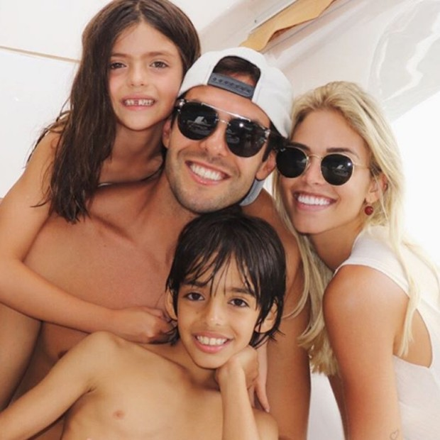 Kaká e Carol Dias curtem férias com Luca e Isabella (Foto: Reprodução/Instagram)