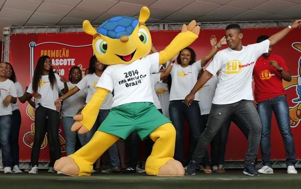 Promoção mascote copa do mundo 2014 brasil morro dos macacos (Foto: Agência EFE)