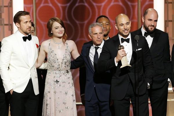 O elenco e os produtores de La La Land (2016) na cerimônia do Globo de Ouro 2017 (Foto: Getty Images)