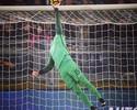 Alisson faz defesaça e falha, Totti salva aos 52, e Roma encara Lazio na Copa