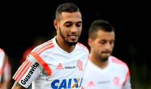 Paulinho no treino do Flamengo (Foto: Cezar Loureiro / Agência O Globo)