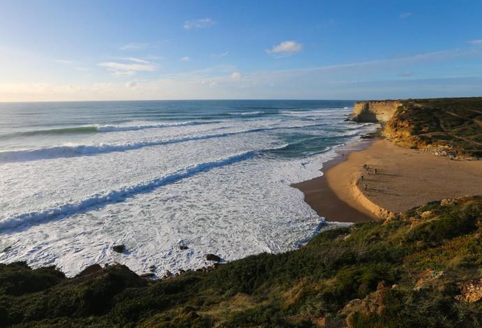 Lucas Silveira e Isabella Nichols conquistam títulos mundiais de surf de juniores