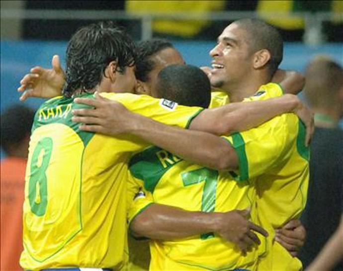 Adriano Copa das Confederações de 2005 (Foto  Agência EFE) Ronaldinho ... e7968177c835c