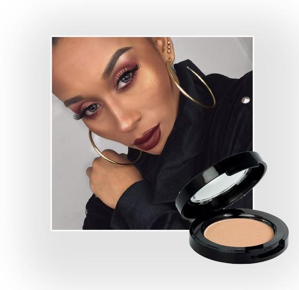 A maquiadora Thamires adora o iluminador Bele Angel com a cor 01 (Foto: Reprodução/Instagram)