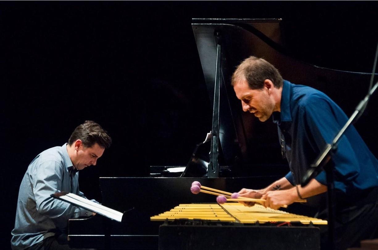 Duo Clavis toca em festival no Peru