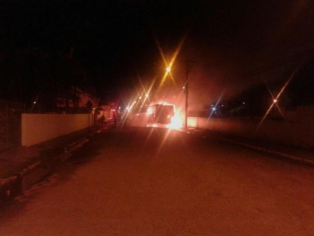 Em Palhoça, veículo ficou destruído (Foto: Pista Limpa/Divulgação)