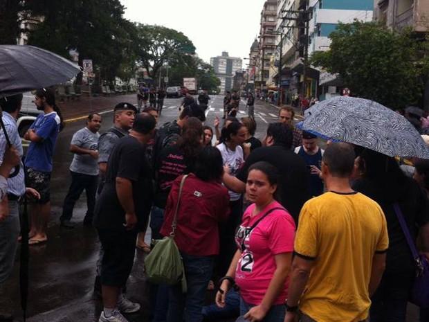 Protesto em Santa Maria, RS, termina com confronto com a polícia (Foto: Bernardo Bortolotto/RBS TV)