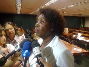 Deputada Benedita da Silva fala sobre garantias para empregados domésticos (Foto: Rafael Santos/G1)
