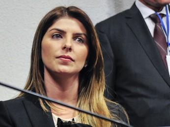 A mulher de Cachoeira, Andressa Mendonça, durante sessão da CPI no Congresso (Foto: Geraldo Magela/Agência Senado)