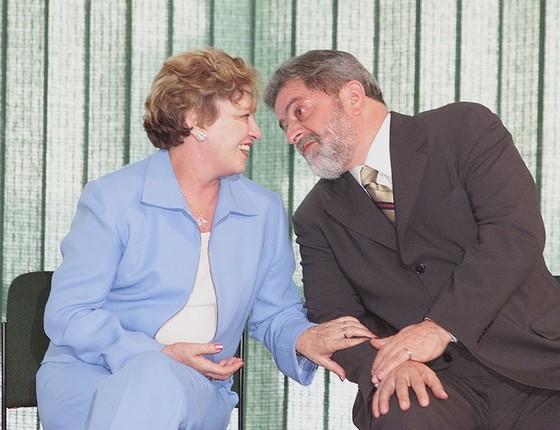 Lula conversa com a primeira dama Marisa durante solenidade de lancamento da campanha Fome Zero (Foto:  Ailton de Freitas/Agência O Globo)