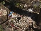 Moradores criticam sujeira, buracos  e iluminação do Nova Santa Paula