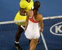 Serena Williams atropela Gasparyan e encara Sharapova nas quartas de final