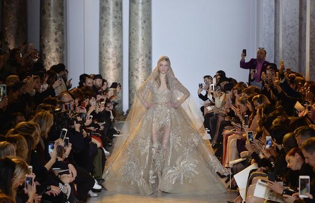 Sobressaia para noivas: Elie Saab Couture (Foto: Getty Images)