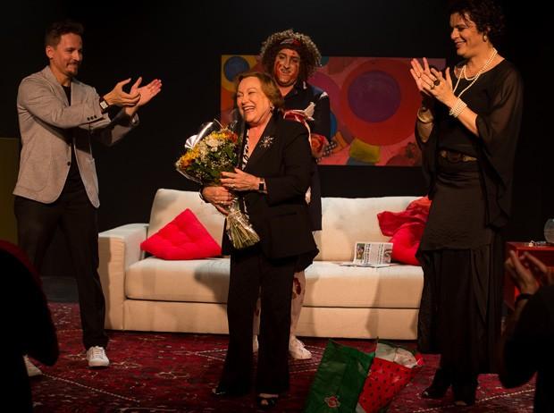 Nicette Bruno é homenageada após espetáculo 'Crimes Delicados' (Foto: Leandro Souza)