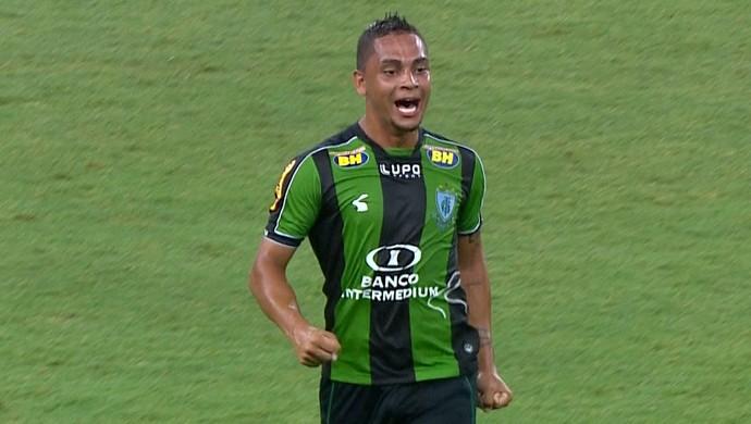Bryan comemora golaço de empate contra o Cruzeiro (Foto: Reprodução / TV Globo Minas)