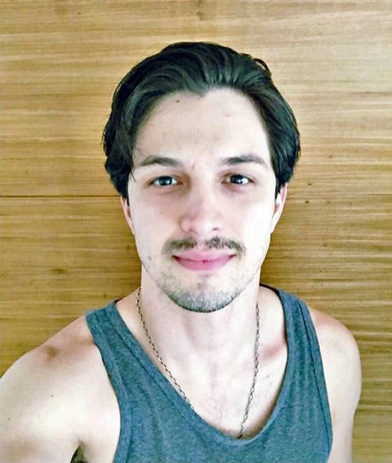 O novo visual de Rômulo Estrela, que interpretará personagem gay no novo filme de Breno Silveira (Foto: Reprodução/ Instagram)
