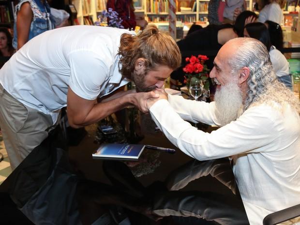 Reynaldo Gianecchini e Sri Prem Baba em lançamento de livro na Zona Sul do Rio (Foto: Roberto Filho/ Brazil News)