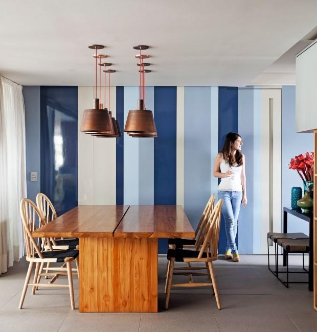 Decoração de apartamento com ambientes azuis e integrados