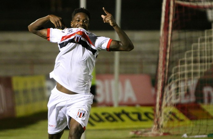 francis, atacante do botafogo-sp (Foto: Rogério Moroti/Ag. Botafogo)