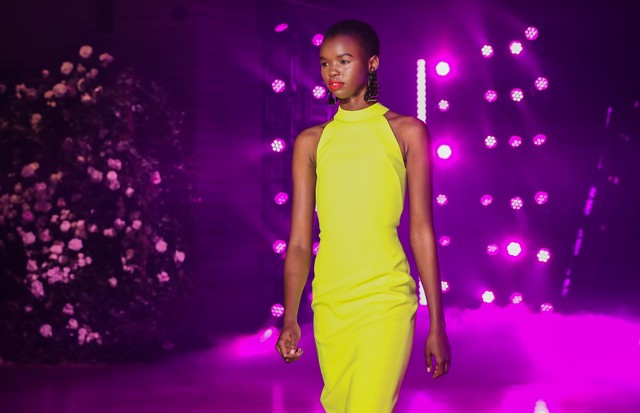 NEW YORK, NY - FEBRUARY 11:  A model walks the runway at Brandon Maxwell Fall Winter 2018 Collection at the Appel Room on February 11, 2018 in New York City.  (Photo by JP Yim/Getty Images) (Foto: Getty Images)