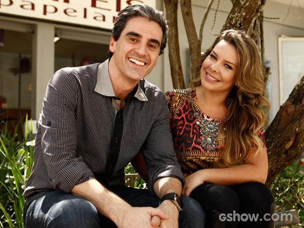 Fernanda Souza e Marcelo laham posam para foto em intervalo das gravações (Foto: Inácio Moraes / TV Globo)