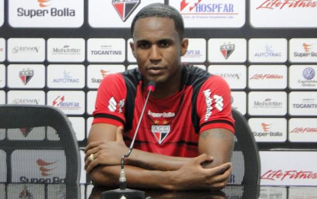 Leonardo, zagueiro do Atlético-GO (Foto: Sílvio Túlio / Atlético-GO)