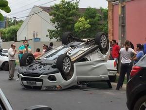 Colisão deixam duas pessoas feridas na zona Leste de Teresina (Foto: Mozart Menezes)