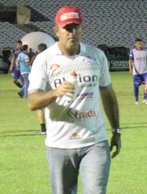 Paulo Moroni, técnico do Enxuga Rato (Foto: Emanuele Madeira/GLOBOESPORTE.COM)