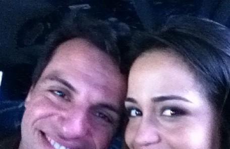 'Fina feliz', disse Nanda Costa na legenda da foto com seu par romântico na trama Reprodução
