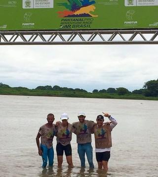Equipe Lontra corrida de aventura (Foto: Reprodução/Facebook)