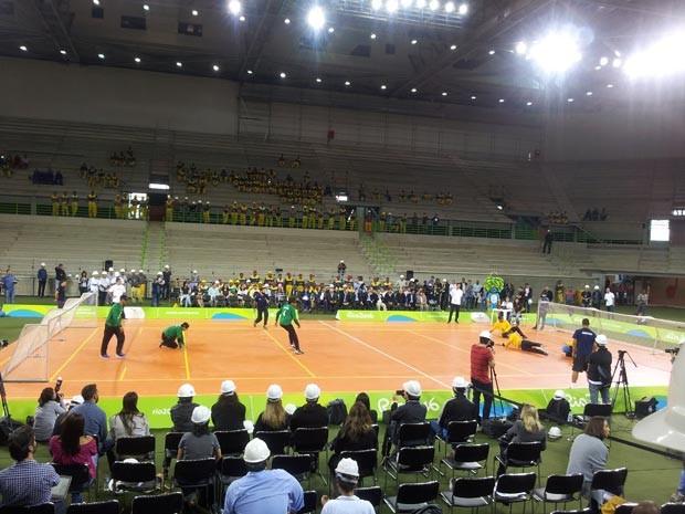 Atletas paralímpicos fazem uma exibição de goalball na Arena do Futuro (Foto: Alba Valéria Mendonça/ G1)