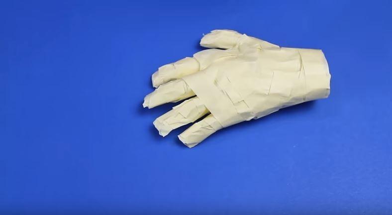 Mão de múmia (Foto: Reprodução Youtube / Dany Martines)