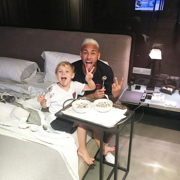 Neymar Jr e filho (Foto: Reprodução)