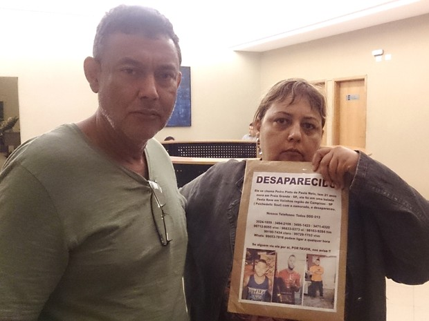 Pai e tia de Pedro ainda tinham esperanças de encontrar o rapaz com vida (Foto: LG Rodrigues / G1)