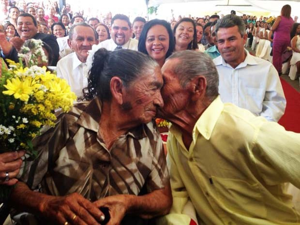 José Varela, de 105 anos, e Maria do Carmo, 88, se casaram nesta sexte-afeira (13), em Maxaranguape (Foto: Priscila Taline)