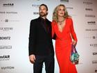 Famosos vão ao baile da amfAR, com Sharon Stone e Kate Moss