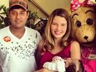 Debby Lagranha leva a família para colaborar com o MC Dia Feliz