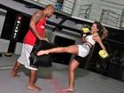 Mais magra, ex-BBB Adriana treina muay thai: 'Não estou mais gostosa'