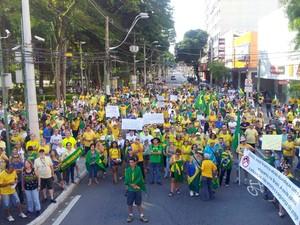 Em São José, manifestação começou na Praça Afonso pena, às 15h (Foto: Wanderson Borges / TV Vanguarda)