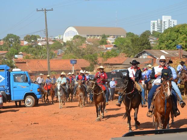Mais de 500 cavalheiros participaram da cavalgada em Cacoal, RO (Foto: Magda Oliveira/G1)