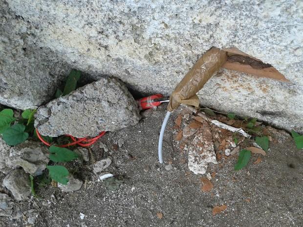 Explosivo estava instalado em uma das colunas externas à unidade prisional (Foto: Divulgação/ Seres-PE)