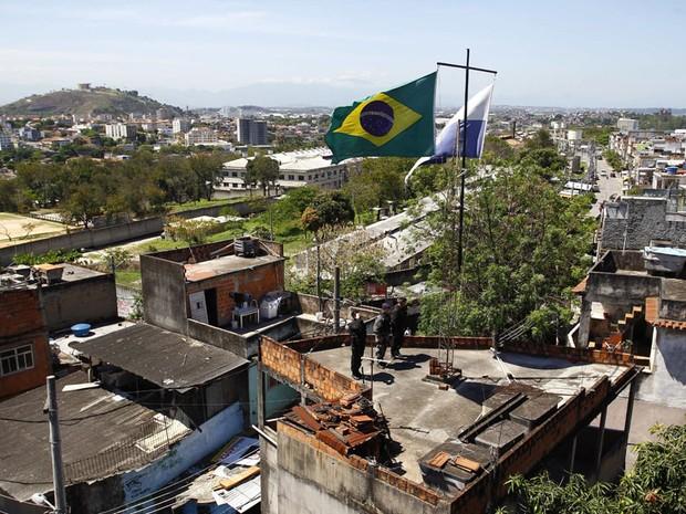 Bope inicia ocupação da Favela do Jacarezinho, na Zona Norte do Rio, para a implantação da UPP em janeiro. A comunidade estava ocupada, desde domingo, somente por policiais civis que participaram da retomada do território pelas forças de segurança. O Bope (Foto: Pablo Jacob / Ag. O Globo)