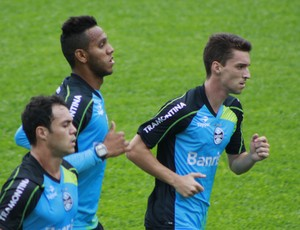 Souza em treino do Grêmio (Foto: Diego Guichard)