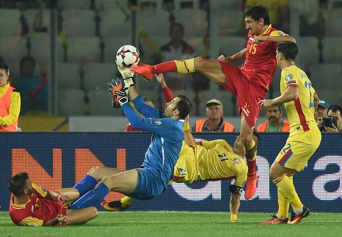 Romênia x Montenegro eliminatórias europeias Copa do Mundo 2018 (Foto: DANIEL MIHAILESCU / AFP)