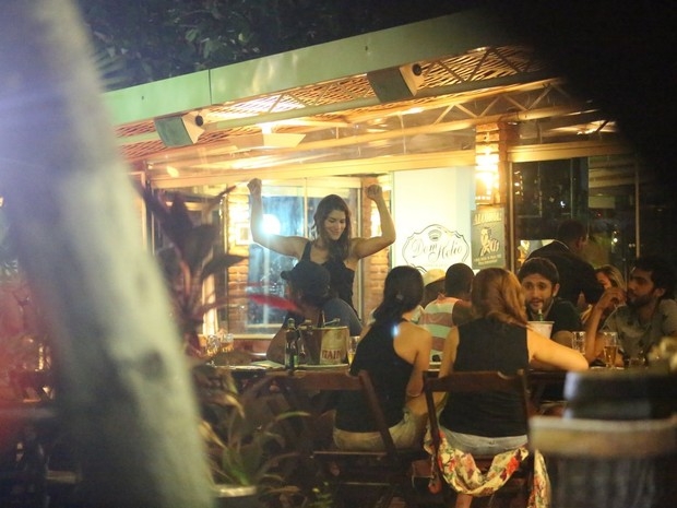 Priscila Fantin em restaurante na Zona Oeste do Rio (Foto: Delson Silva/ Ag. News)