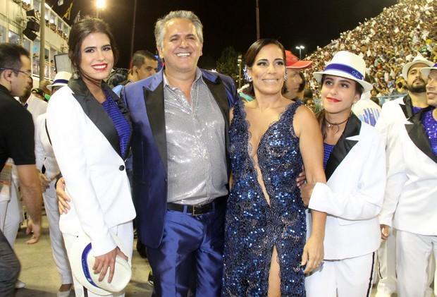 Gloria Pires com o marido Orlando, Antonia e Ana Moraes  (Foto: Thyago Andrade/ Foto Rio News)