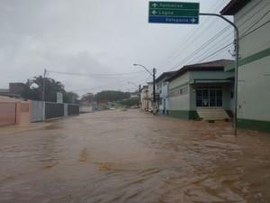 Entrada da 9ª Coorpin ficou alagada após a chuva da terça-feira (5) (Foto: Blog Marcos Frahm)